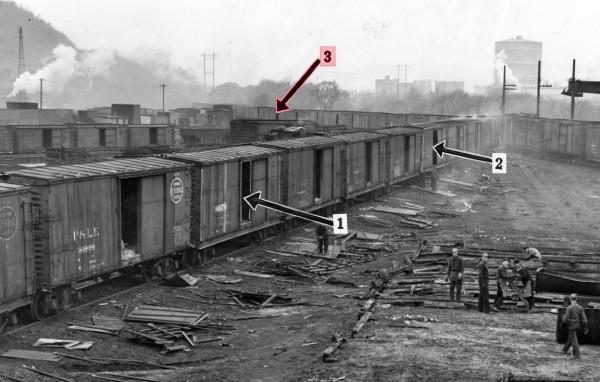 1940_McKeesRocks_P&LERailyard_boxcarbodies